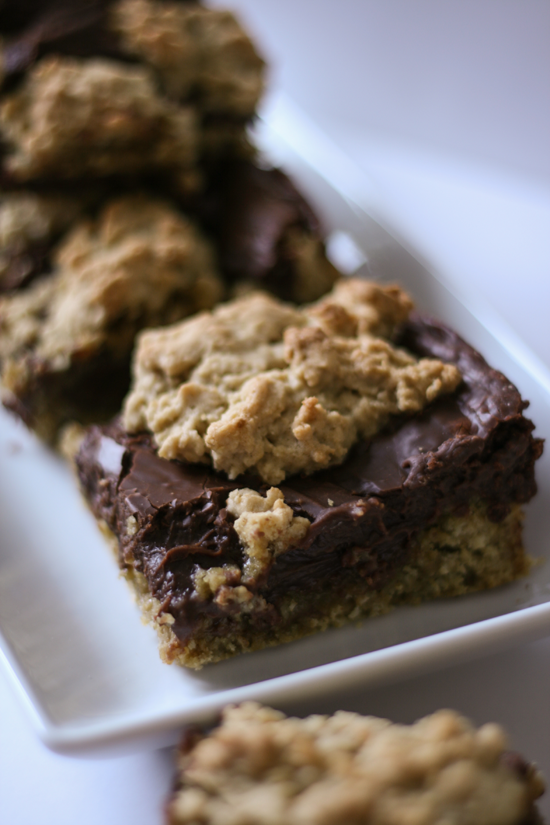 Fudgey Oatmeal Cookie Bars