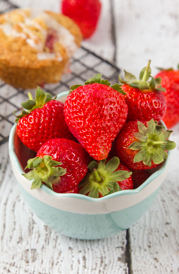 Fresh, juicy strawberries, chunks of white chocolate and oats make these Strawberry and White Chocolate Oatmeal Muffins hearty, full of flavour and just perfect for breakfast on the go!